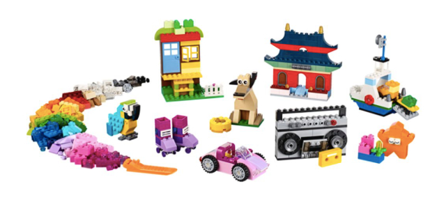 Piezas construidas con lego creative set (edificios, perro, radiocasete, coche...)